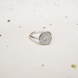 Round flower silver wire ring