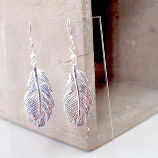 E31040 Feather Silver 925 & Fresh Water Pearl Earrings