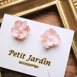 | Flower Lady | Japan - Unearthed / Hydrangea Pearl Ear Pin