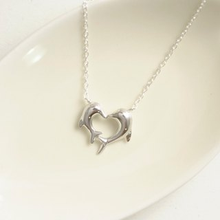 Love guards the heart of the dolphins hand made 925 sterling silver necklace dophin heart