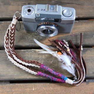 Feather decoration · Hand strap with linen and suede tie with wood beads
