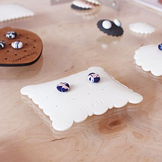 Handmade white porcelain earrings jewelry storage and display stand pure white porcelain cloud pillow shape