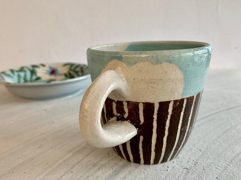 圍牆上的青空_陶器馬克杯