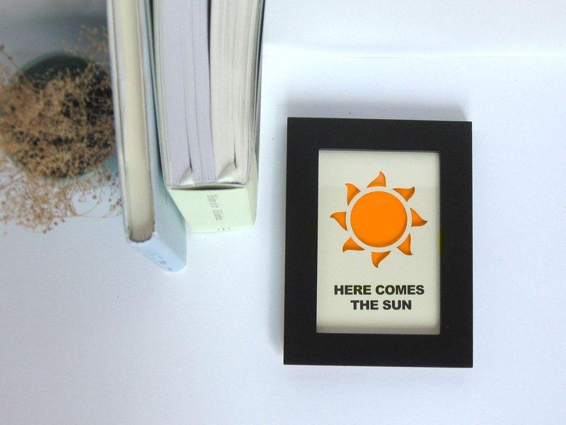 讓愛發光 紙雕夜光畫 太陽 HERE COMES THE SUN 創意打氣的禮物