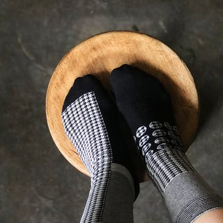 socks_hound_tooth / irregular / socks / check / monotone