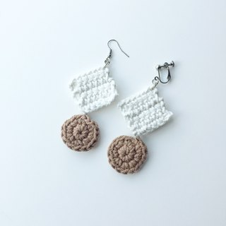 Red cheeks Earrings Casual Look - Cream&Brown <pierced or clip-on earrings>