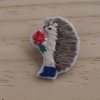 Love boxer - hedgehog brooch / brooch