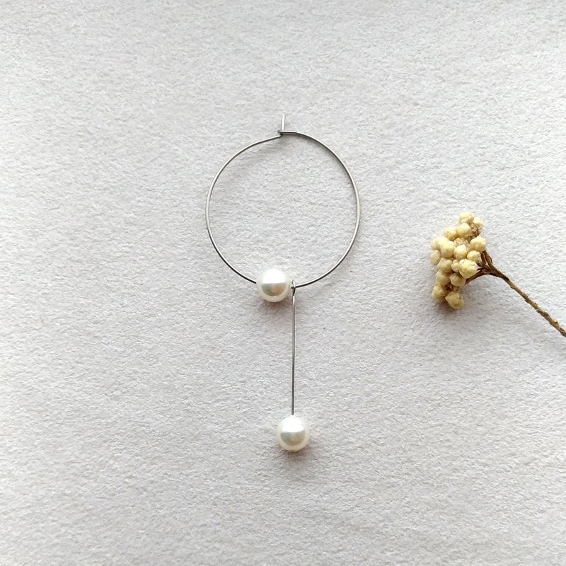 Surround - pearl pin earrings