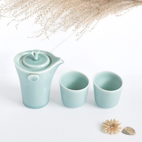 Breathing tea set