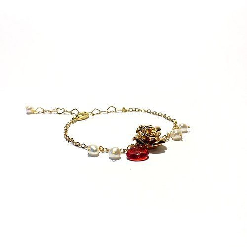 [If] [Sang The Little Prince. Le Petit Prince] Rose and pearls. Rose petal. Natural pearl. Plated 24K gold chain. Handmade brass bracelet / fine bracelet / short chain