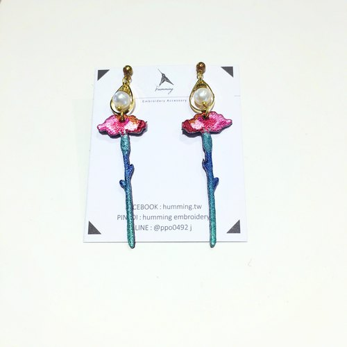 humming-Embroidery earrings Carnation embroidery earrings Stainless steel ear pin / can be changed folder / flower series /