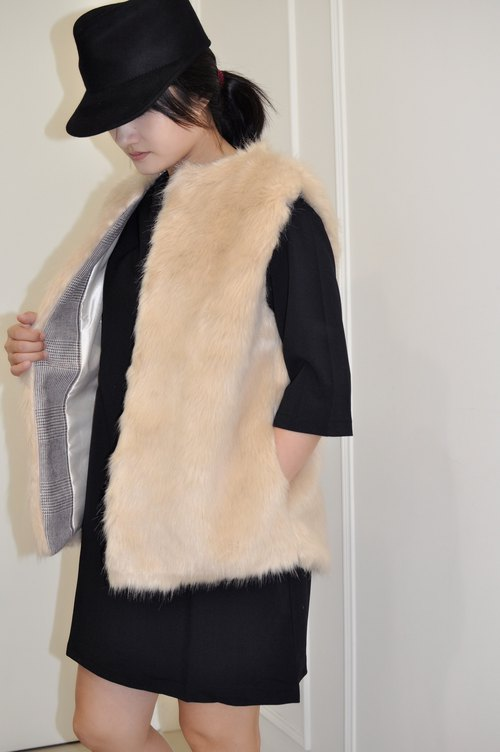 Flat 135 X Taiwan Designer Fur Vest Winter Fur Vest Acrylic wool material is very good with the winter essential Valentine's Day wear the party New Year
