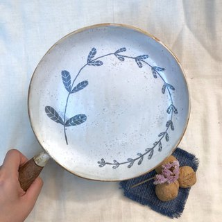 Ceramic plate withe wooden handle