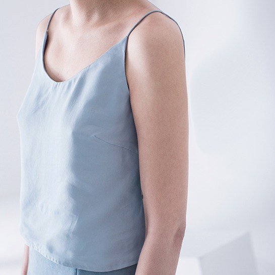 Light blue French spaghetti straps elegant sling double copper ammonia within the necessary four-color optional spring and summer new | Fanta tower independent design