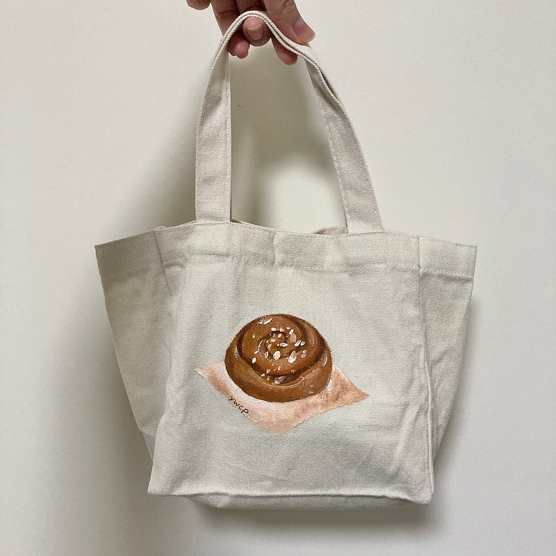 Also cinnamon rolls / lunch bag pouch