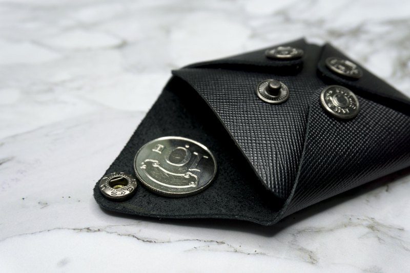 Leather hand made sleek minimalist four-button coin purse / black / can put headphones line