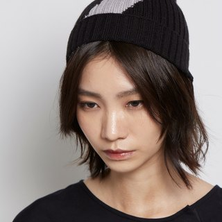 Slash design cap black