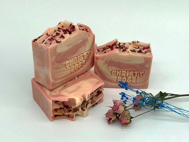 Kris Rose cold handmade soap dry / neutral skin apply