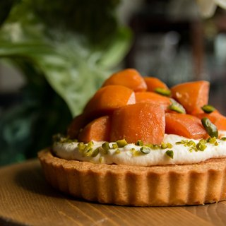 Wine boiled persimmon white cheese sweet tower persimmon cheese tart