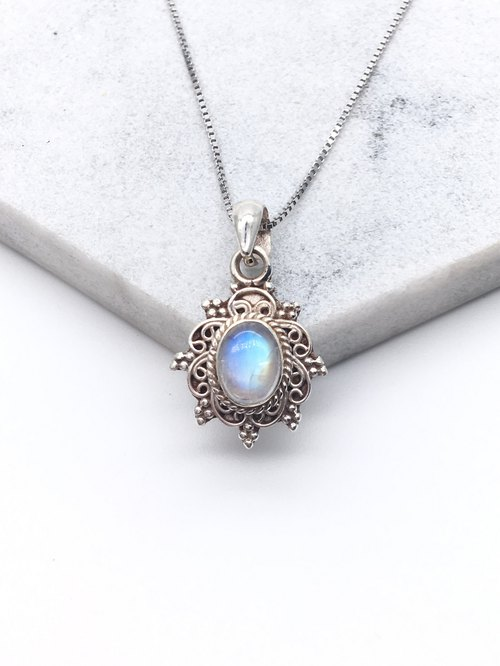 Moonstone 925 sterling silver elegant lace necklace handmade mosaic in Nepal