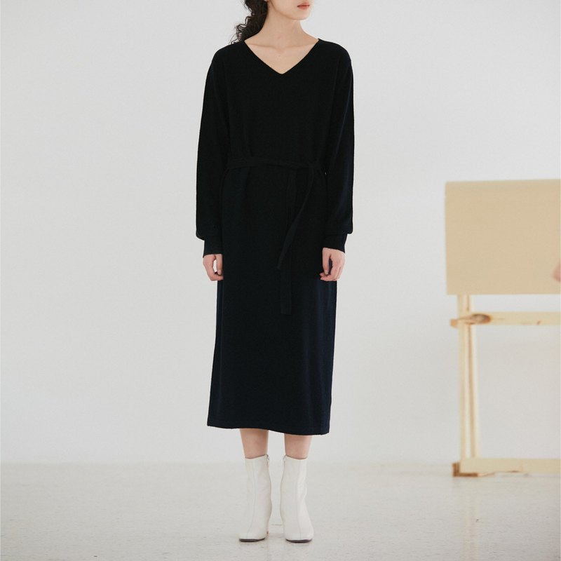 Black autumn and winter wool V-neck knit dress four-color loose lantern sleeves long section lace dress super thin