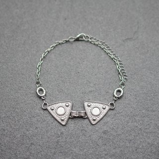 Triangular metal necklace