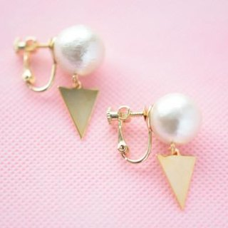 cotton pearl big triangle clip earring