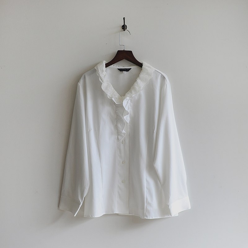 [Egg plant vintage] Snow see lotus leaf lace vintage shirt