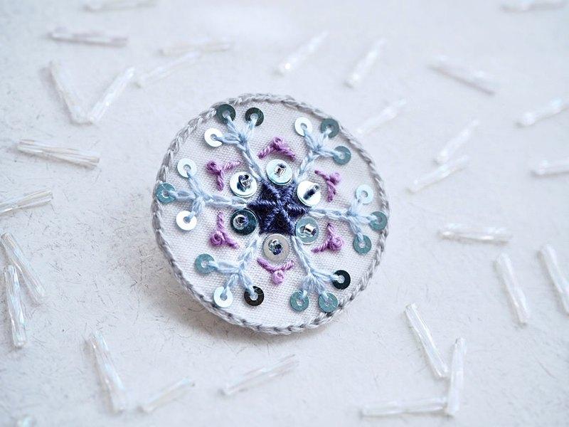 [刺繡]雪晶胸針