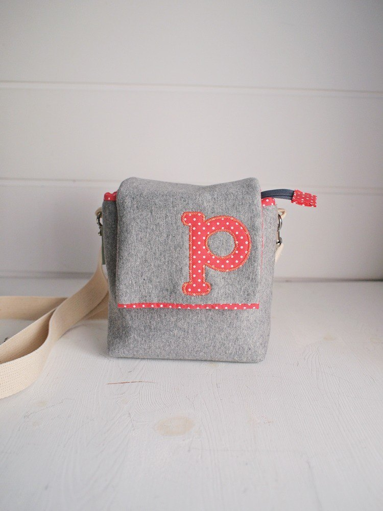 hairmo exclusive letter side back zipper camera bag - dark gray + rose red dot (monocular / monocular / Polaroid)