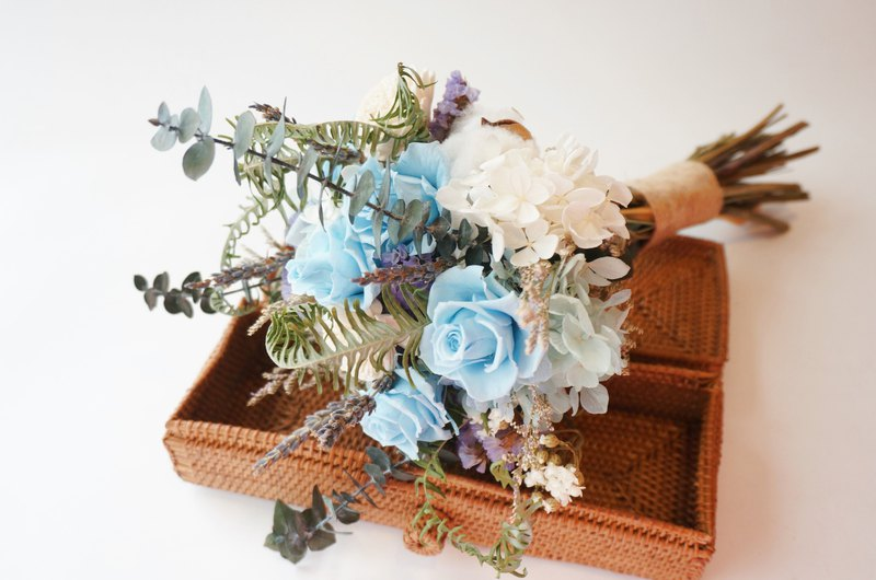 Blue and white forest bouquets, flowers, dry flowers, no flowers, bride, bridesmaid, wedding dress, outside shoot