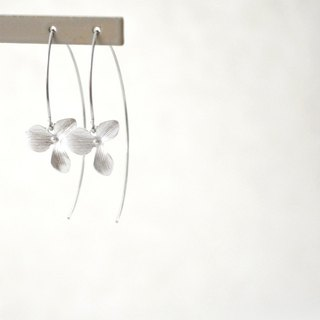 Earrings/Silver Flower Long Hook Pierce