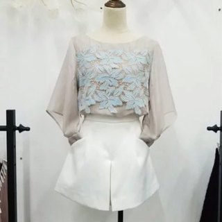 Light and elegant petal top