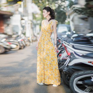 Mu Wei: Naked back lotus leaf straps long dress