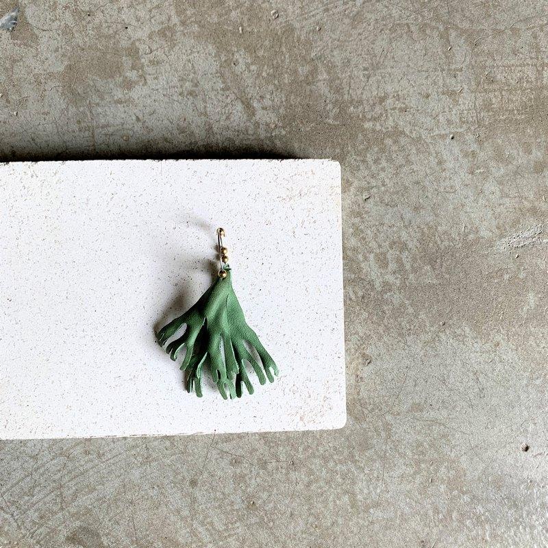 鹿角蕨耳飾(單邊)_手染塑型植鞣皮革