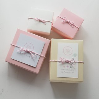 Custom made and purchased products: Gift boxes and card suits (multicolor)