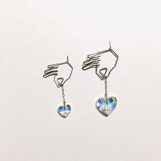 <For one ear> hanging heart (clear)