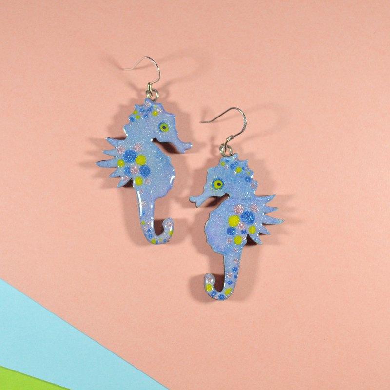 自由海洋 藍紫色波點海馬耳環耳夾 手繪木製