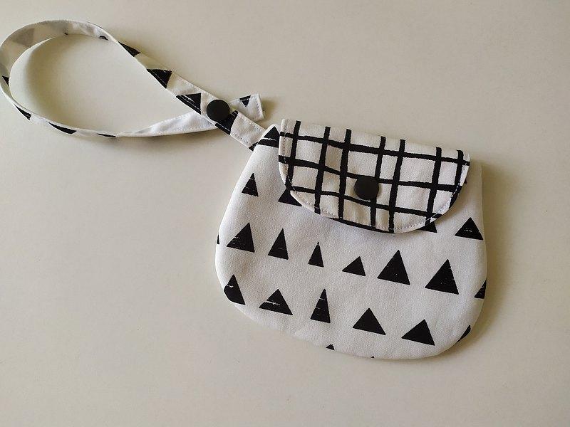 黑三角 萬用收納袋  衛生棉收納袋 口罩收納袋 零錢包  衛生棉包