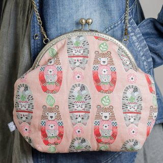 Russian doll bear and cat (pink) / metal mouth gold bag / retro cross-body bag / portable bag / fat Wo hand-made
