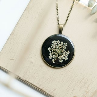 Ammi majus- necklace 30 mm