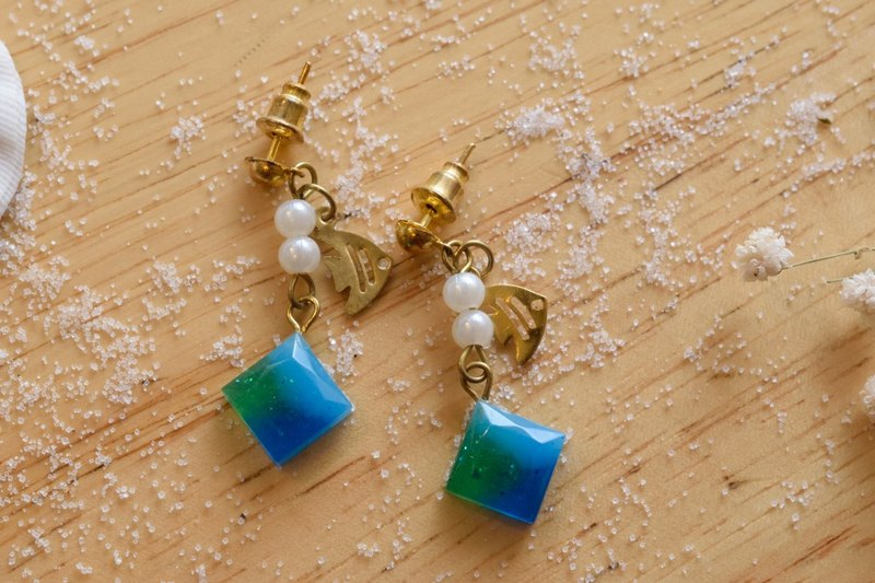 Cute & Beauty Blue Green Gem Resin Dangle Earrings