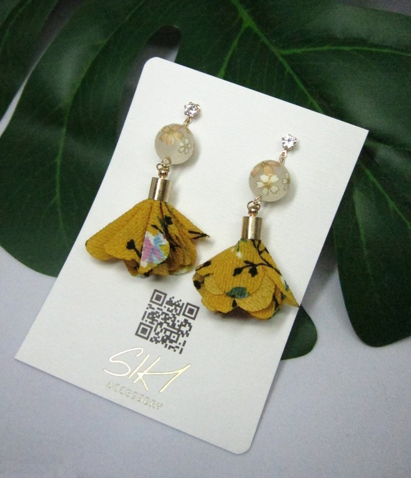 【Can change to ear clips】translucent Japanese painted beads with flower tassels
