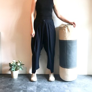 Boxing oversized pants