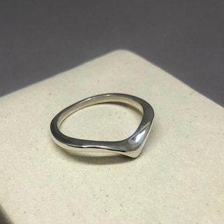 Ji Yue. V sterling silver ring