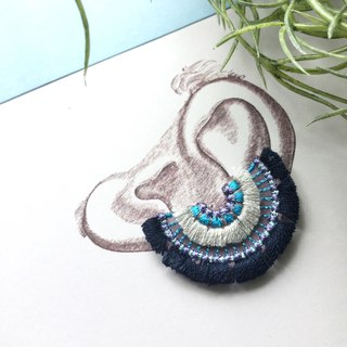 ARRO Embroidery Clip-on earing / bloom navy