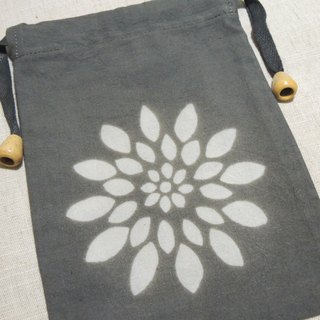 Mumu [vegetation] big leaf Terminalia dye stained dark gray leaf green pouch (chrysanthemum paragraph)