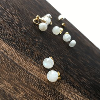 Moon stone simple earring