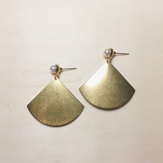 Pearl large fan earrings