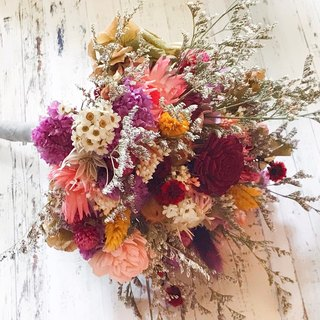 Sweet honey dried flowers bridal bouquet outside bouquet / wedding props / wedding arrangements
